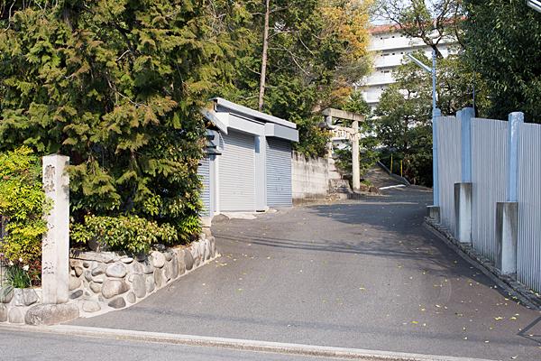 新栄白山神社入り口