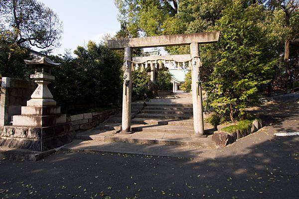 新栄白山神社鳥居前