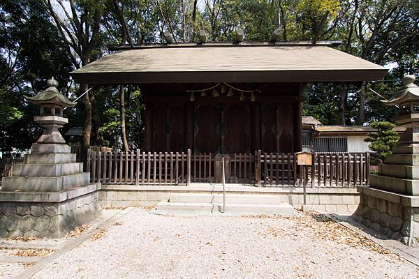 桜神明社拝殿前