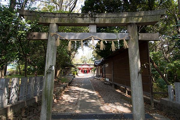 桜田八幡社鳥居前