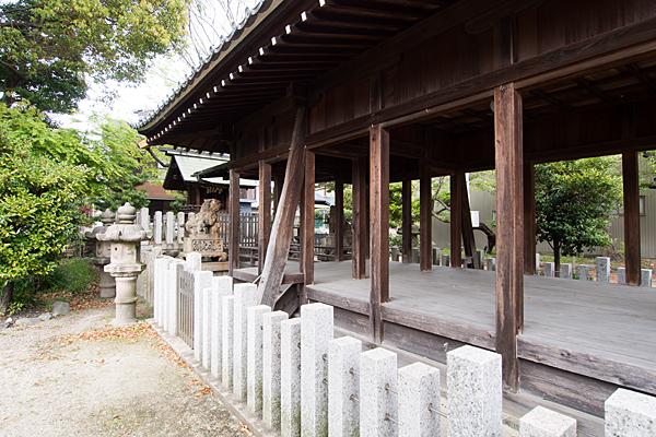 八劔社拝殿と本殿