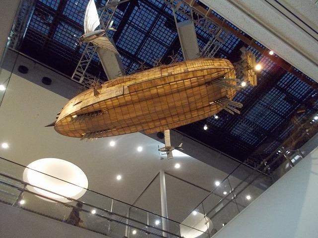 浮かぶ宇宙船