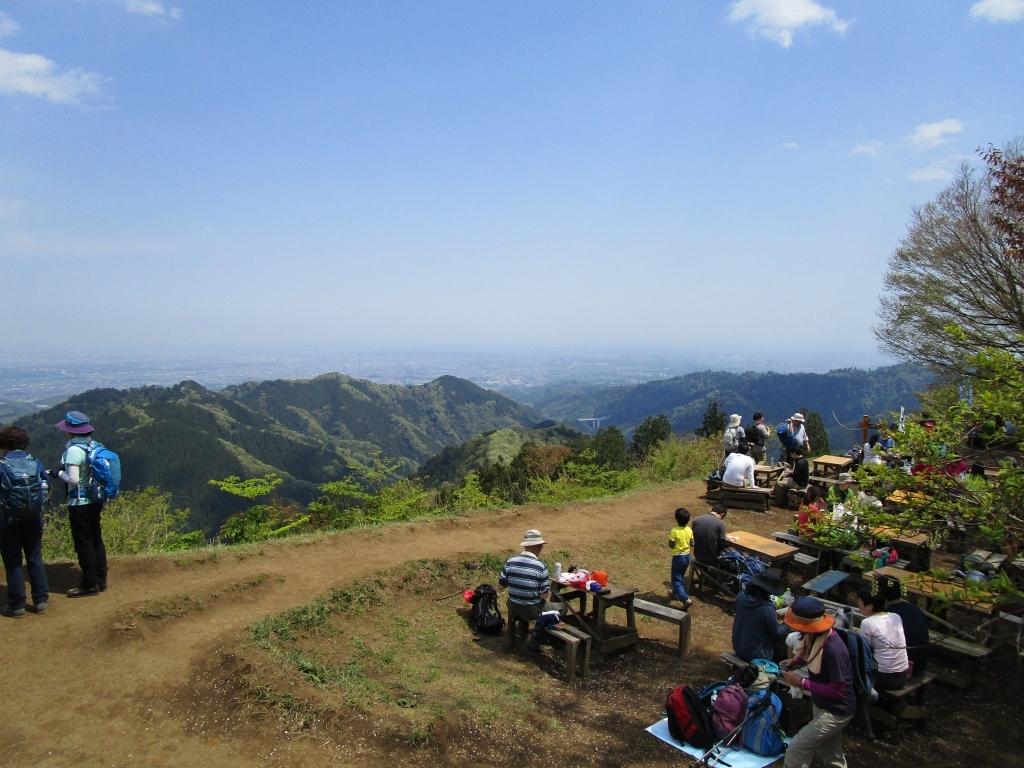 景信山頂から2