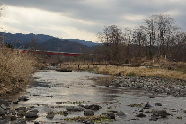八王子の北浅川にかかる手作橋