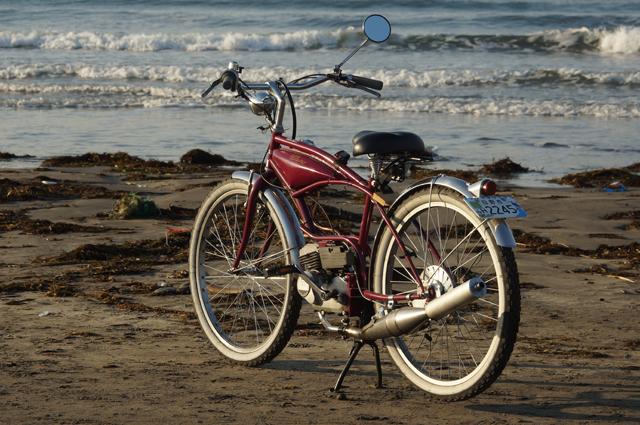 フキプランニングFK310 LAⅢ 、と由比ヶ浜で朝日を浴びて