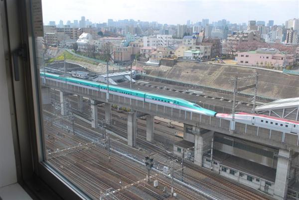 wst1705040003-p1_ホテルメッツ田端のトレインビュー。眼下を新幹線が通り過ぎる