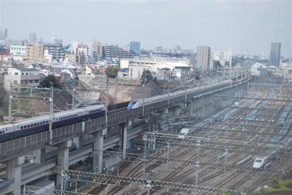 wst1705040003-p2_ホテルメッツ田端のトレインビュー。眼下を新幹線が通り過ぎる