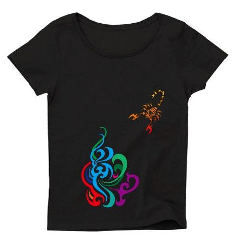 サソリと炎のトライバル Tシャツ