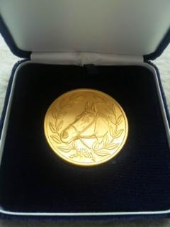 ヴェルジョワーズ 純金製メダル 表