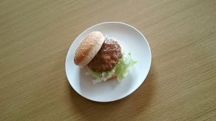 7&iすりおろし野菜入りソースの和風ハンバーグでハンバーガー4