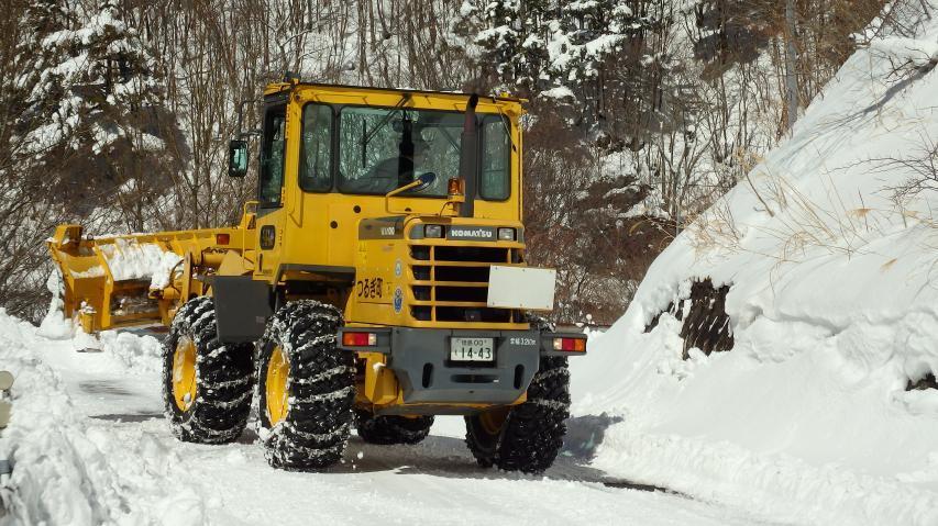 コマツのホイールローダで除雪