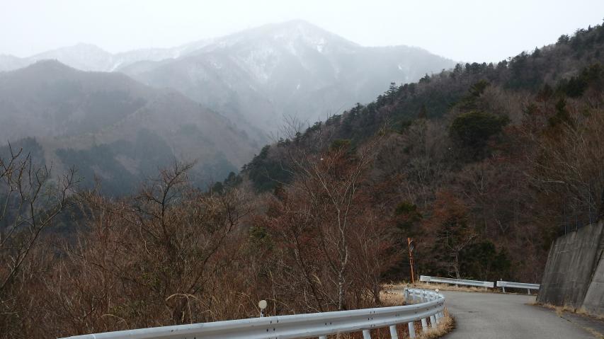 トンネルを抜けると高城山が見えてくる