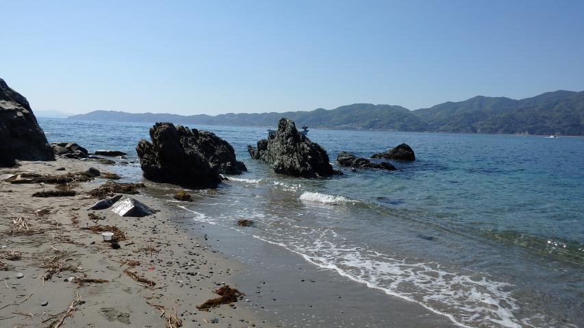 小規模な砂浜もある