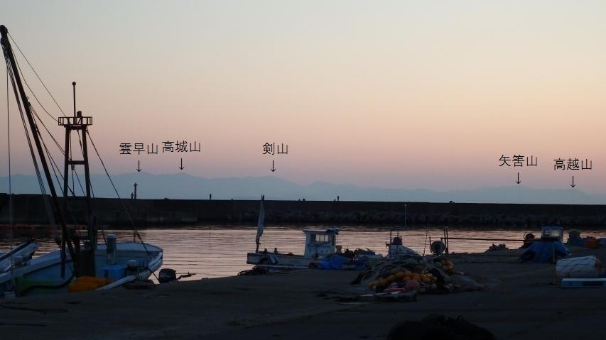 灘土生漁港から剣山を見る