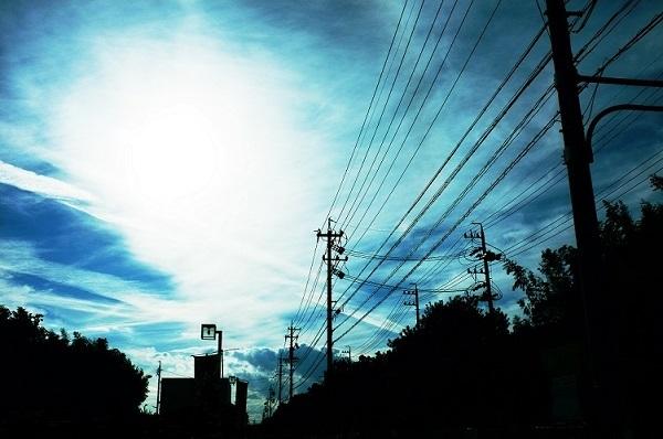 フリー画像・空と電線2