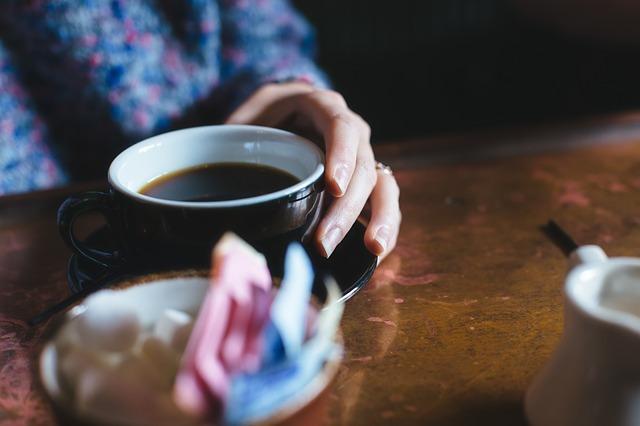 フリー画像・テーブルのコーヒー
