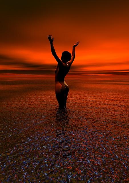 フリー画像・夕焼けの中でヌード