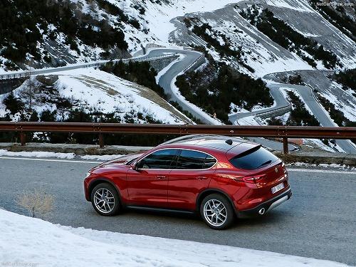 Alfa_Romeo-Stelvio-2018-1024-5d.jpg