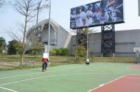 球場横のバスケコートでキャッチボール170401
