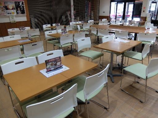 多くのテーブル席