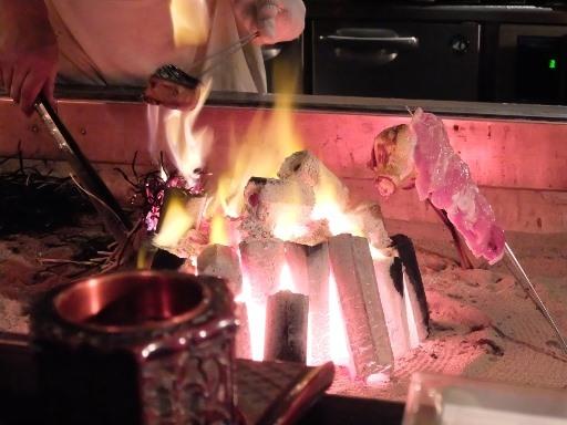 囲炉裏での藁焼き