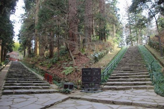 瑞鳳殿への石段