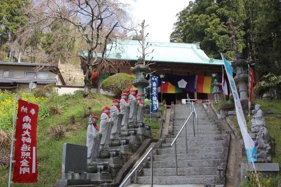 諏訪神社に隣接する光明寺本堂
