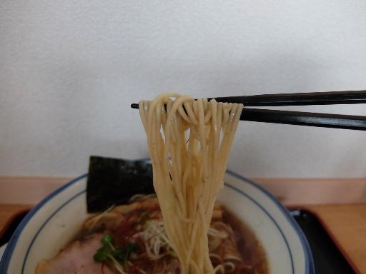 自家製ストレートの中細麺