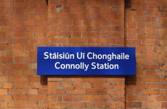 ④コネリー駅名票 (550x359)