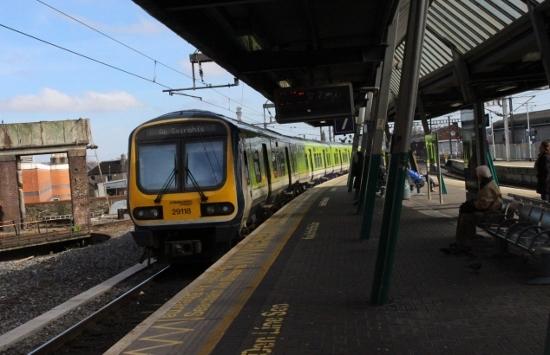 ⑦コネリー中距離列車 (550x355)