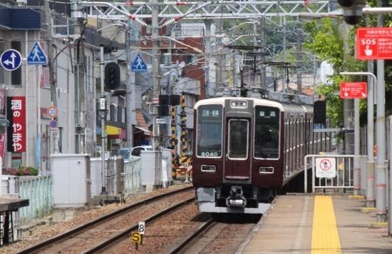 ⑥牧落駅到着 (550x356)