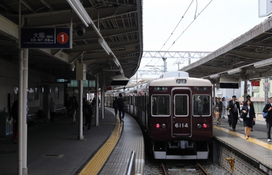 ⑦箕面駅ホーム (550x353)