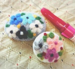 羊毛刺繍のブローチ2