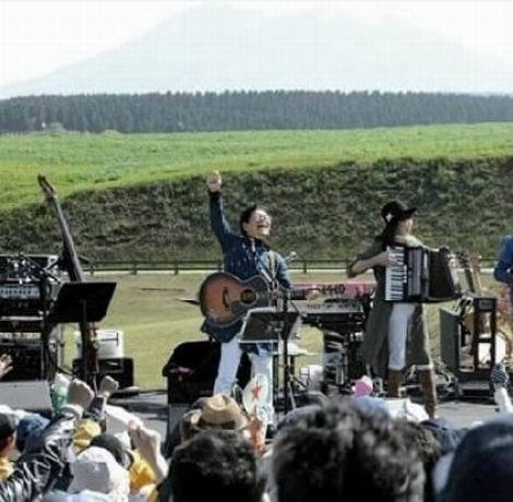 熊本地震復興支援コンサートの南こうせつ(470x460)
