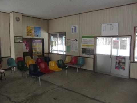 東滝川駅改札口
