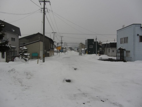 東滝川駅前通り