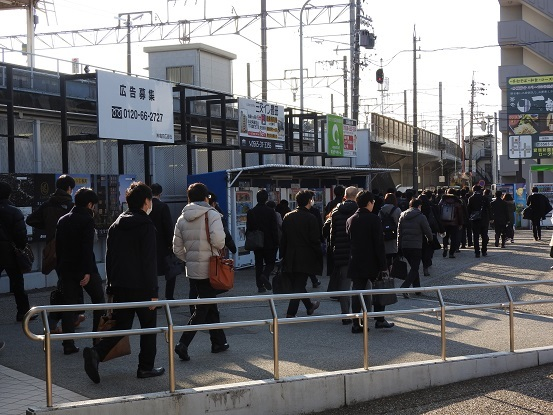 出勤するトヨタ労働者 三河豊田駅