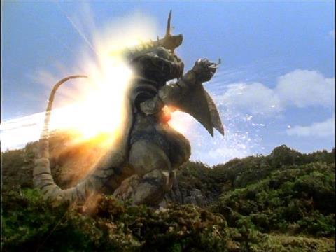 トルネードサンダーと一体化したウルトラマンダイナ(ミラクルタイプ)のドリルスピン戦法②