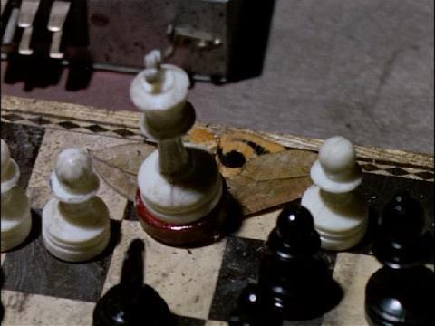 チブル星人はチェスを使って作戦を立てていた