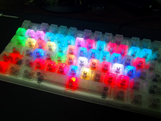 Masterkeys_Pro_L_RGB_Crystal_Edition_09.jpg
