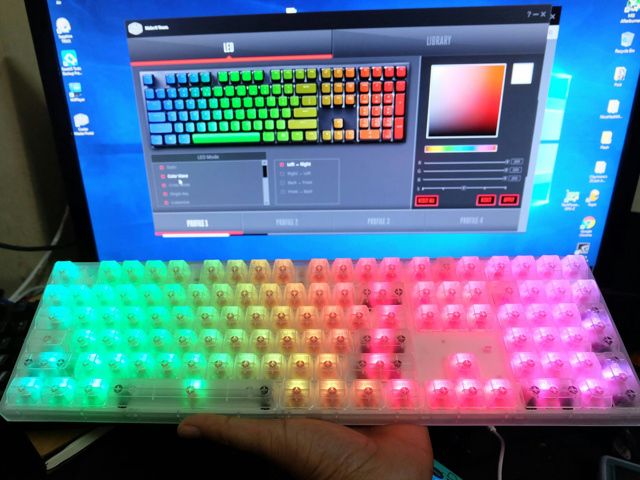 Masterkeys_Pro_L_RGB_Crystal_Edition_10.jpg