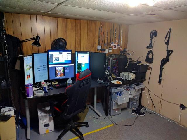 PC_Desk_MultiDisplay87_02.jpg