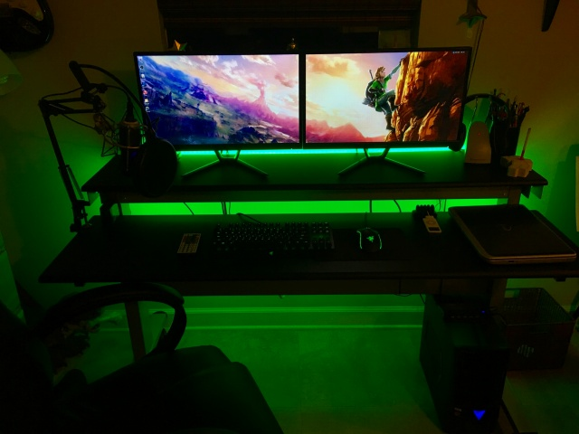 PC_Desk_MultiDisplay87_56.jpg
