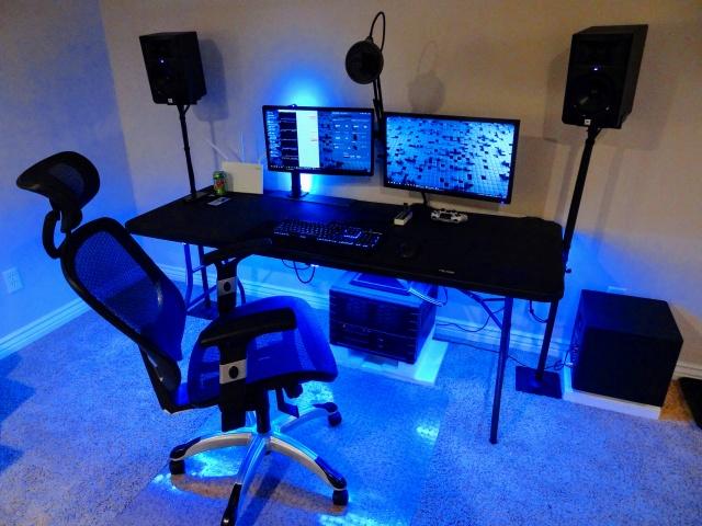 PC_Desk_MultiDisplay87_57.jpg