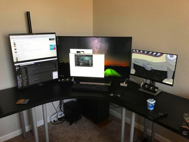 PC_Desk_MultiDisplay87_81.jpg
