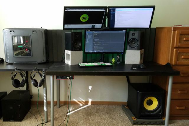 PC_Desk_MultiDisplay87_86.jpg