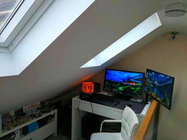 PC_Desk_MultiDisplay87_88.jpg