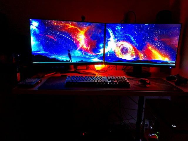 PC_Desk_MultiDisplay87_93.jpg