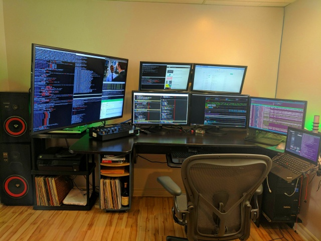 PC_Desk_MultiDisplay88_100.jpg
