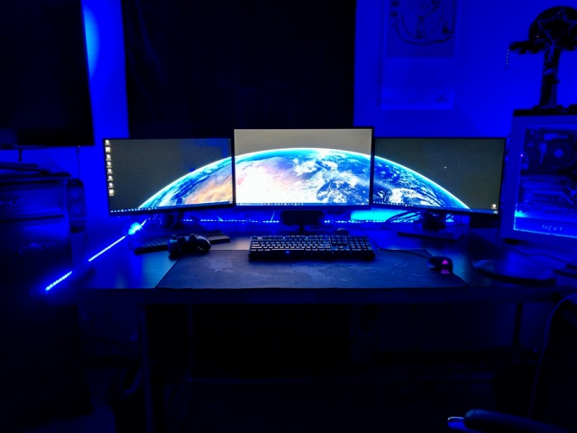 PC_Desk_MultiDisplay88_27.jpg